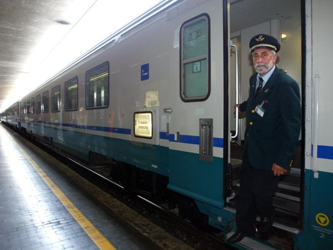 Treno in ritardo, turista aggredisce il capotreno dell'Intercity