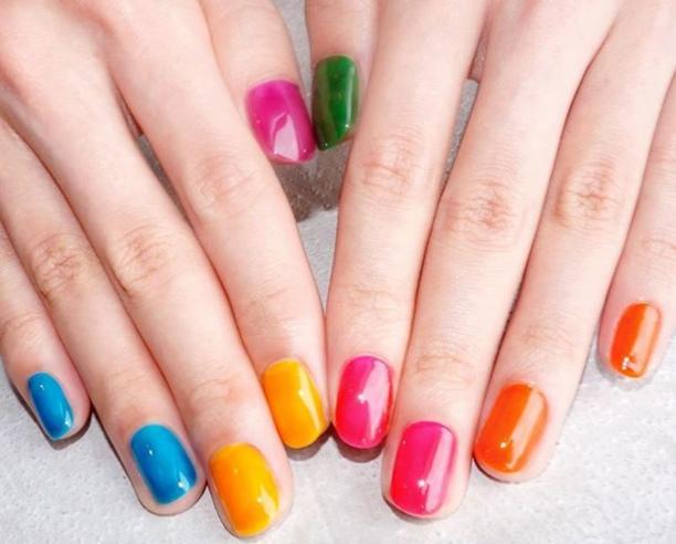 Smalto e psicologica: quello che il colore delle unghie rivela della personalità
