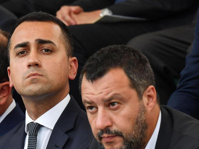 M5S e nuovo governo, i due fronti aperti. E spunta l'idea «senza Salvini»