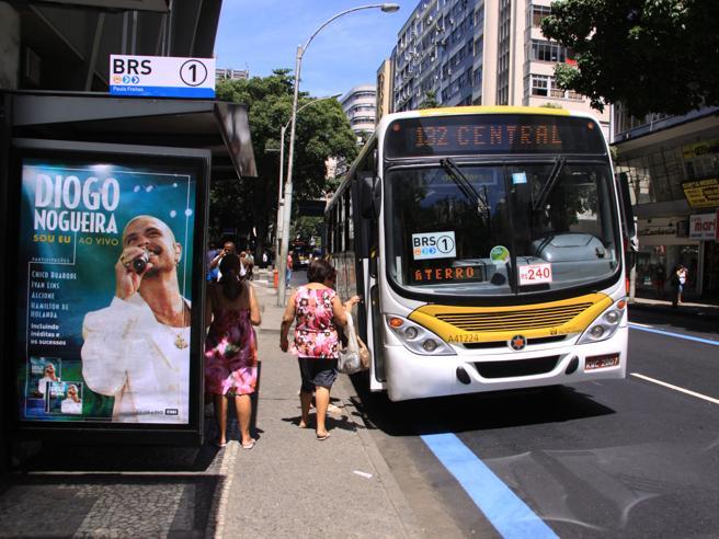 Brasile, 16 persone in ostaggio su un bus a Rio de Janeiro