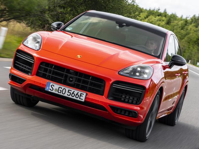 La Cayenne turbo più potente e pulita di sempre: è la ibrida |La prova