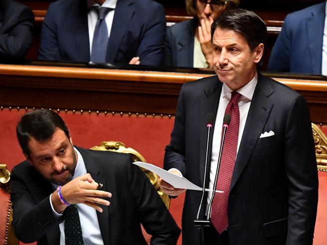 Crisi di governo: urla, rosari e rubli Tra Lega e 5 Stelle un finale con rissa