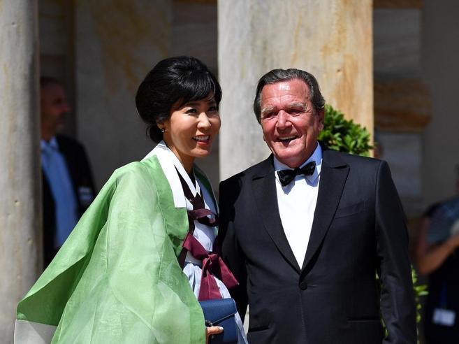 «Fu adulterio, Schröder paghi»