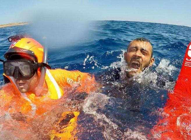 Migranti e Open Arms, lite Salvini Trenta:  «Inciuci» «Falso