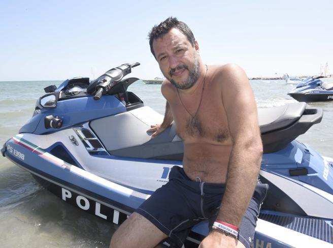 Il figlio di Salvini sulla moto d'acqua: i pm di Ravenna aprono un'inchiesta