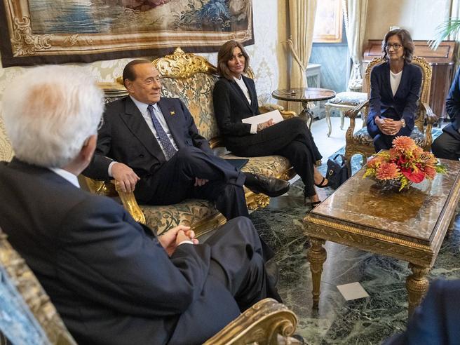 Consultazioni parte la seconda giornata. Berlusconi: «No esecutivo improvvisato»