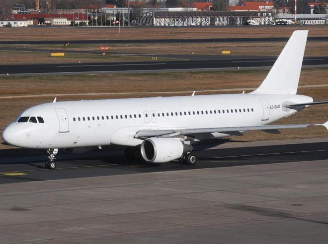 Il curioso caso degli aerei anonimi che volano nei cieli italiani