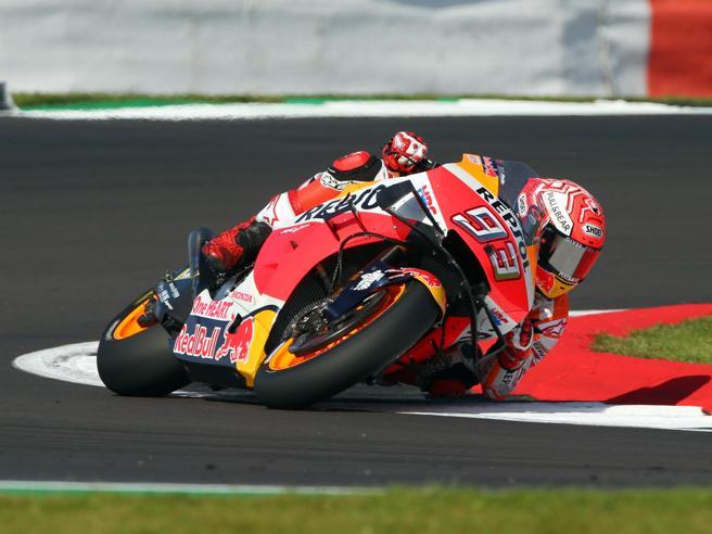 Gp di Gran Bretagna, Moto Gp: Marquez in pole, davanti a Rossi e Miller