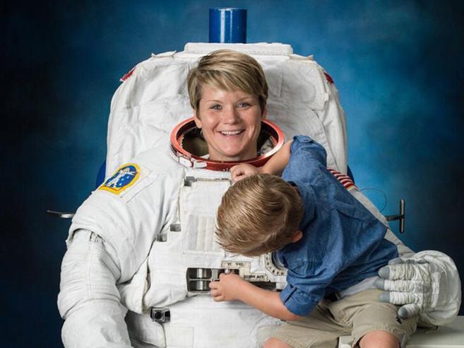 «Astronauta spiò i conti dell'ex moglie»: è il primo reato nello Spazio