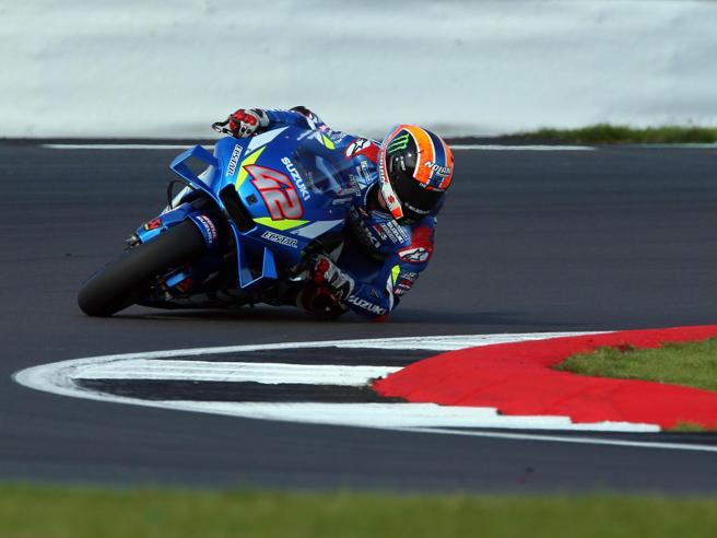 Gp di Gran Bretagna, Moto Gp: Rins sorpassa Marquez sul traguardo e vince
