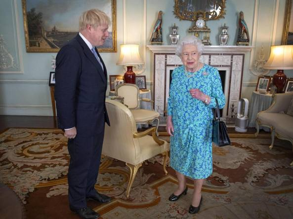 Brexit, Johnson chiederà alla Regina di sospendere il Parlamento