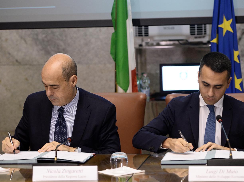 Nicola Zingaretti con Luigi Di Maio (LaPresse)