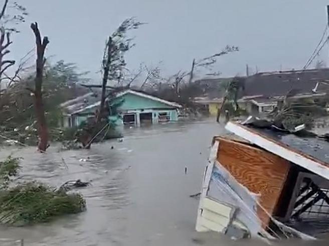L'uragano Dorian devasta le Bahamas «Come in guerra, senza armi»