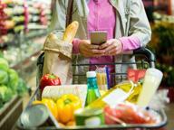 Lo smartphone al supermercato fa spendere di più