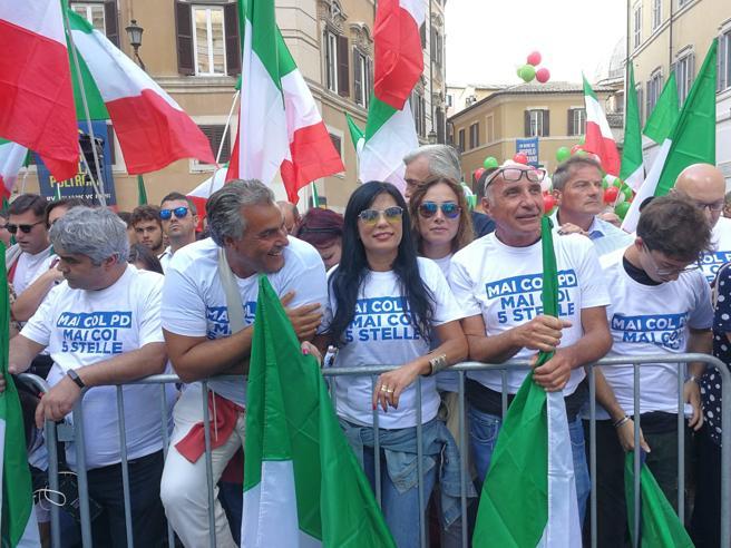 Lega e FdI in piazza contro il governo. Meloni: «Vogliono Prodi presidente della Repubblica»