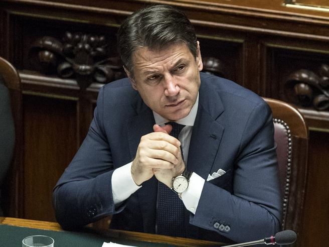 Fiducia al governo, Conte: «Nuova legge elettorale e revisione del dl Sicurezza». La Lega: «Venduto»