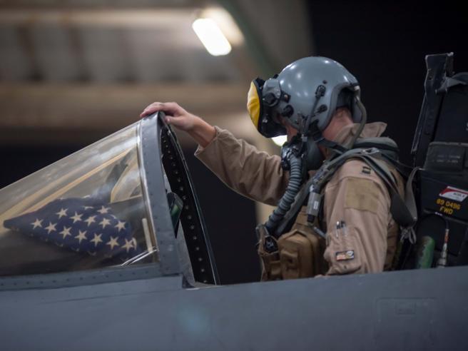 Maxi raid Usa per impedire a Isis di insediarsi sull'isola di Qanus|Lanciate 40 tonnellate di bombe: il video