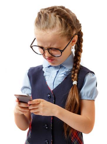 I casi di cifosi «da smartphone» tra i bambini sono aumentati del 700%