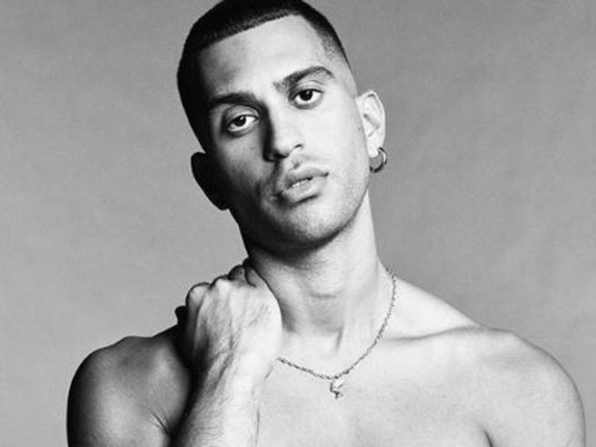 Mahmood compie 27 anni e annuncia: «A ottobre canterò al Parlamento europeo»