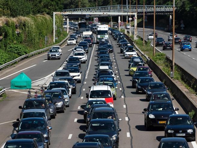 Autostrade, aumenti dei pedaggi congelati per altri due mesi