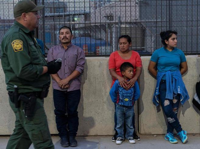 Usa, la Corte dà ragione  a Trump. E blocca  i migranti al confine