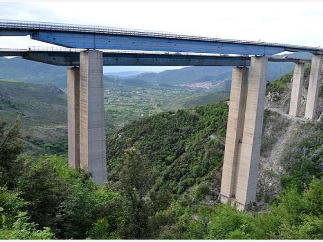 I dossier e le telefonate segrete: «Il ponte è insicuro, va chiuso»Autostrade: «Lavori eseguiti»