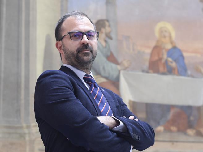 Fioramonti: aumento da cento euro al mese ai prof. Via il cartellino per i presidi