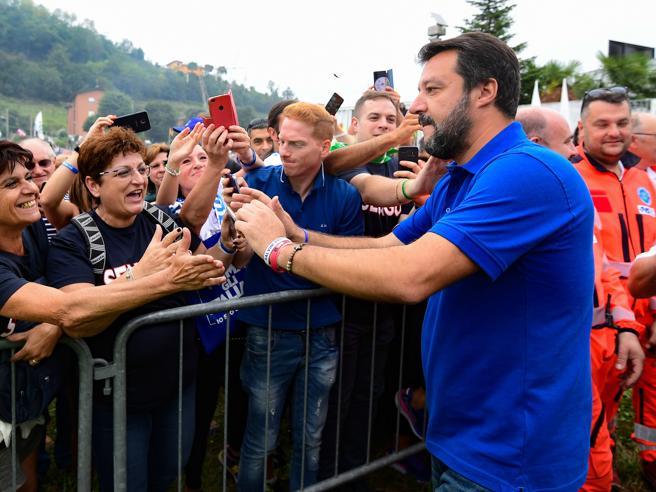 Salvini a Pontida: referendum se smonteranno dl SicurezzaLe