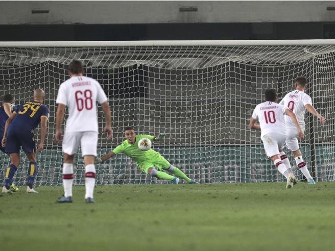 Verona-Milan 0-1: decide Piatek tra espulsioni, rigori, pali e Var La classifica