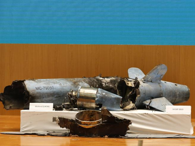 Attacco ai pozzi, l'Arabia mostra i resti di cruise e droni