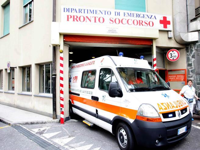 Cade finestra in classe, 4 studenti tredicenni feriti lievemente