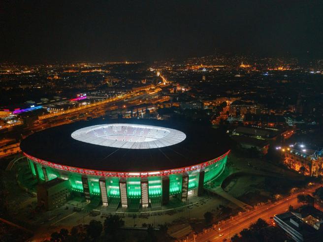 Budapest, impazzisce l'impianto audio del nuovo stadio: musica metal tutta la notte