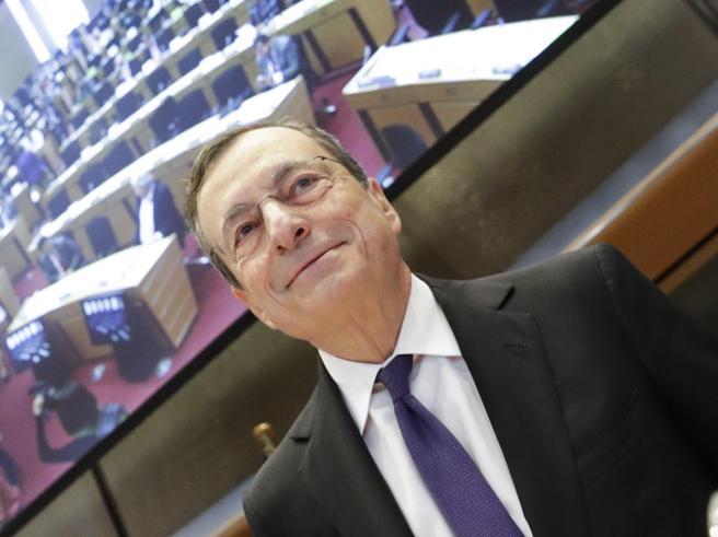 Draghi: «Crescita in Europa rallenta più del previsto, rispo