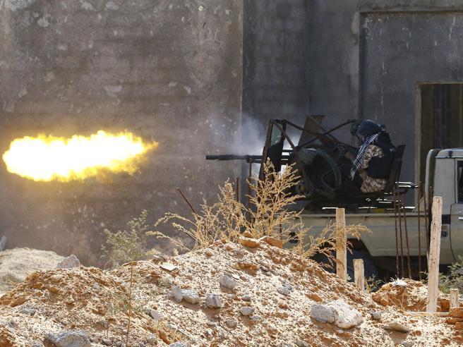 Nuovi attacchi su Tripoli Haftar annuncia: «Tutte le forze schierate»