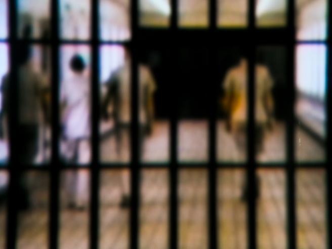 Botte e insulti a un detenuto tunisino |  inchiesta su 15 agenti penitenziari
