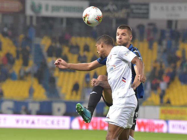 Cori razzisti contro Dalbert, partita sospesa 3 minuti  Infa