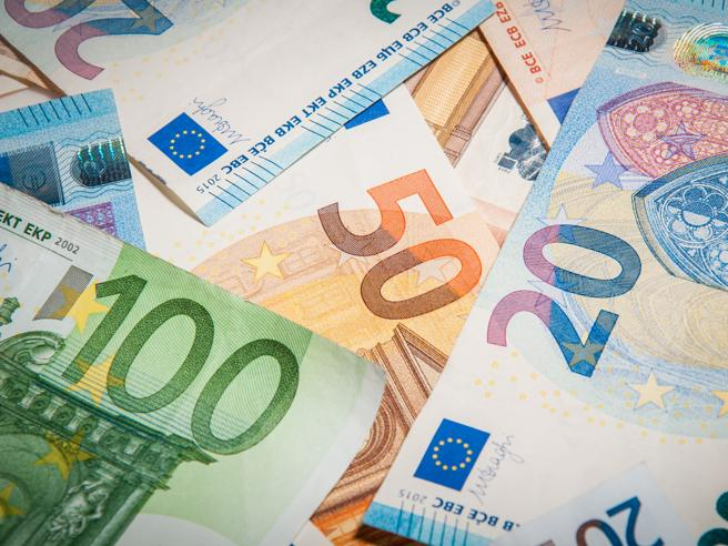 Quanto ci costano 1.404 miliardi fermi sui conti correnti