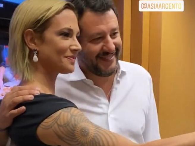 Salvini-Asia Argento, lite in diretta tv. Poi il selfieIl gioco dei «rinfacci»