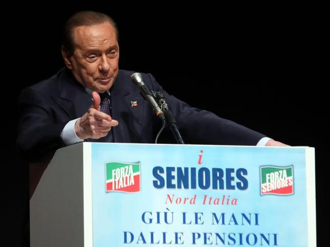 Berlusconi: «Lega e fascisti non vincono senza Fi». Salvini: «Non ci sono più fascisti e comunisti»