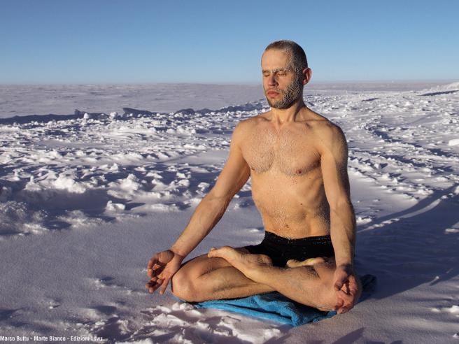 Marco, un anno isolato tra i ghiacci in Antartide: «Salvato dallo yoga»