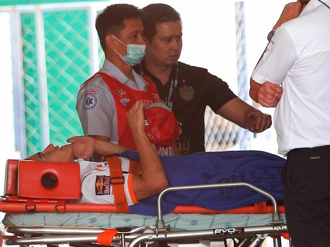 MotoGp in Thailandia, brutto incidente per Marquez nelle prove Spavento, ma può correre la gara