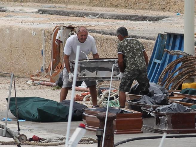 Migranti, strage di donne e bambini a sei miglia da Lampedusa