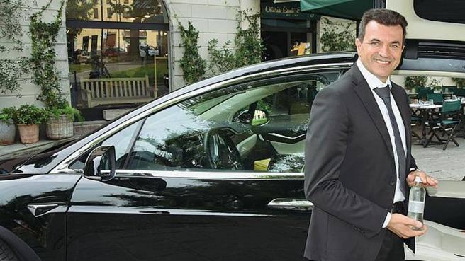 Io, autista di auto elettrica «Centomila km, zero emissioni»
