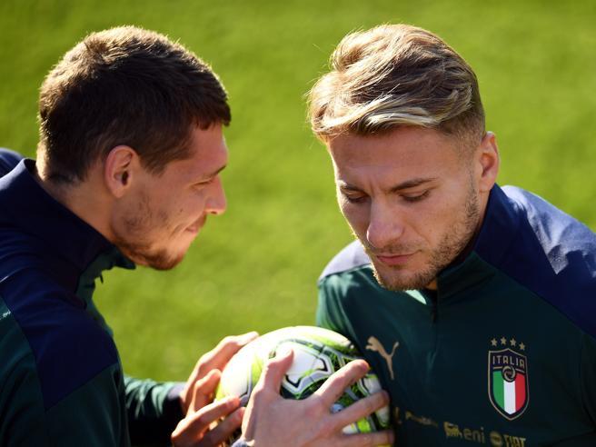 Italia, i dubbi di Mancini: Acerbi o Romagnoli, Bernardeschi o Barella, Immobile o Belotti?