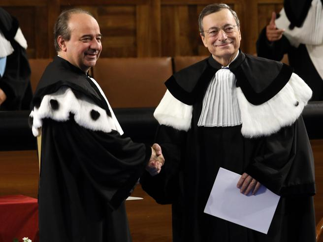 La lezione di Draghi: «I governi hanno avuto coraggio: ora l'euro è più forte»