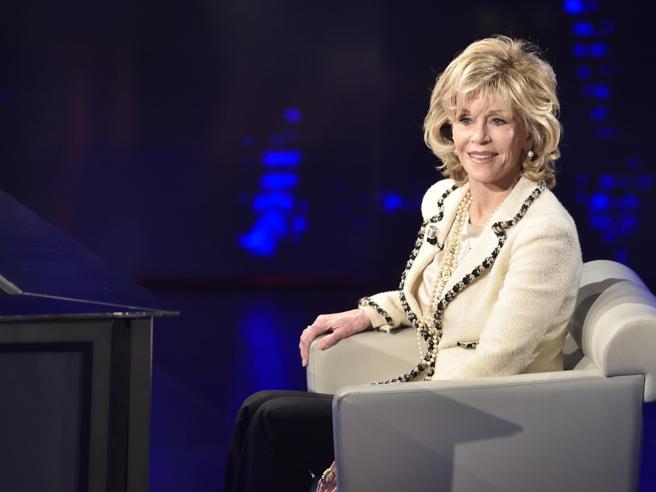 Jane Fonda arrestata  durante protesta per il clima Il video