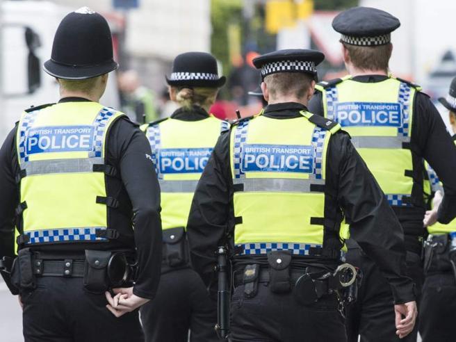 Manchester, accoltellamento in un centro commerciale: 4 feriti, un fermato Il video