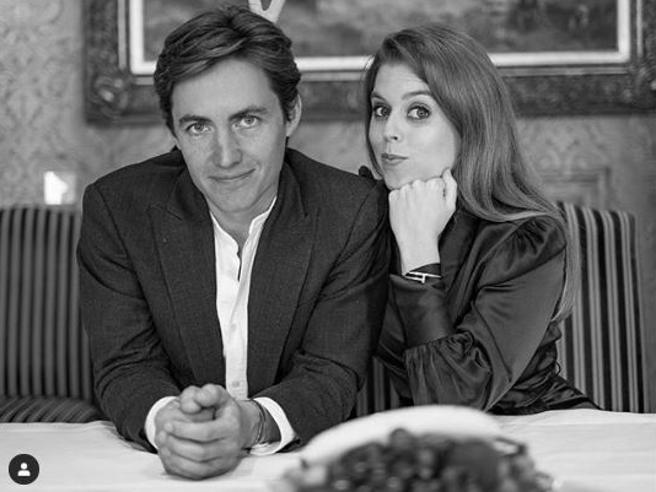 Edoardo Mapelli Mozzi sposa Beatrice di York: le chiede la mano a Positano, sulla terrazza di un hotel alla luce di 400 candele