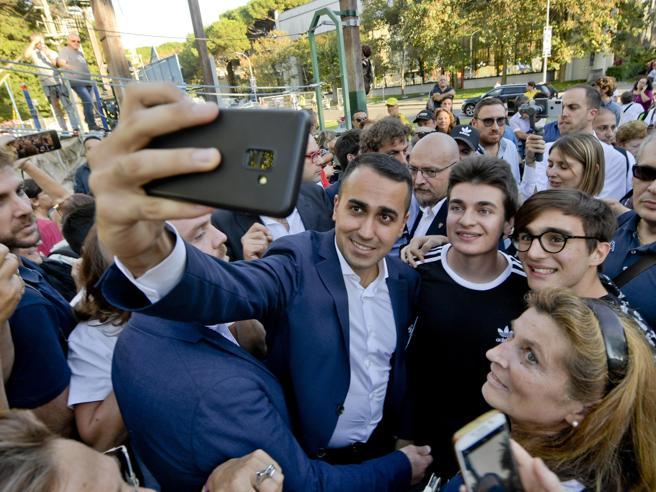 La platea M5S ribolle e critica Di Maio: «Riorganizzazione? Decide tutto lui»
