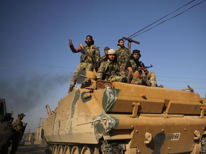 Siria: via gli Usa,   i curdi  trattano coi russi Raid sui